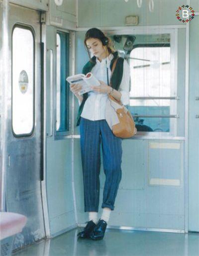 電車 ドア 立つ 人 Google 検索 写真 おしゃれ ファッション