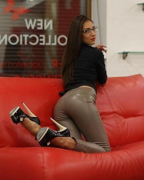 instafit Beauty in hot heels...