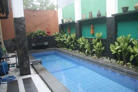 desain taman belakang rumah dengan kolam renang - desain