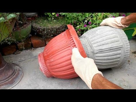 flower pots outdoor How to make beautiful cement pot at home easily Diy Cement Planters, Cement Flower Pots, Cement Art, Concrete Pots, Concrete Crafts, Concrete Garden, Concrete Projects, Garden Planters, Concrete Floors