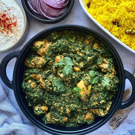 """Cat Hollow on Instagram: """"Chicken Saagwala 🌱🌱if you haven't tried this yet, I've had some great feedback and it's perfect for a Friday night.... It's also…"""" #indianfood #curry #curries #dinnerideas #spicyfood #easyrecipes #familydinners #healthyfood #weightloss"""
