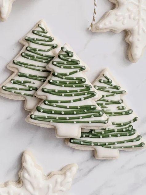 Christmas Tree Cookies, Christmas Snacks, Iced Cookies, Christmas Cooking, Noel Christmas, Christmas Goodies, Holiday Cookies, Holiday Treats, Deco Fruit