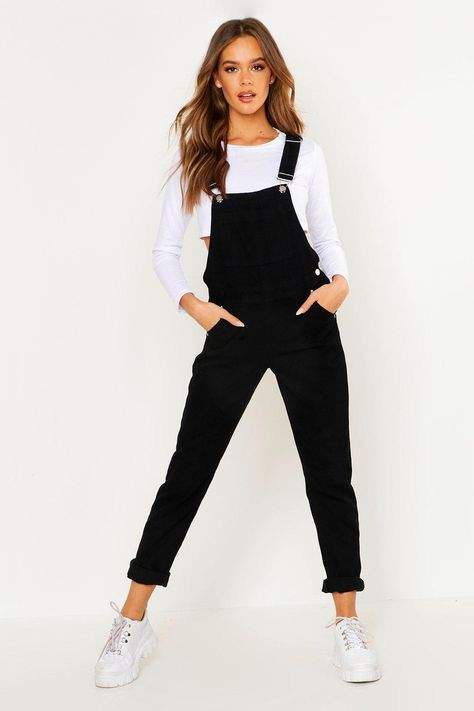 Jumpsuits look fab for a night out! Make a statement & shop boohoo's range of sexy jumpsuits for women in colors, incl pink, red, black, white & floral Black Overalls Outfit, Dungarees Outfits, Denim Dungarees, Overalls Women, Overalls Fashion, Women's Overalls, Fashion Shirts, Designer Shoes, Denim Overalls