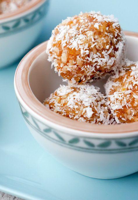 Gesunde Süßigkeit - Energiekugeln mit getrocknete Aprikosen und Walnüssen. DIe leckeren Energyballs sind in nur 10 Minuten zubereitet und der perfekte gesunde Snack für zwischendurch - Gaumenfreundin Foodblog #gesund #backen #schnell