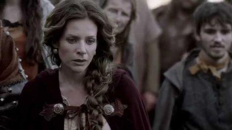 Vikings, una storia, in chiave romanzata, delle avventure del guerriero vichingo Ragnarr Loðbrók, che anela alla scoperta di nuove civiltà attraverso i mari. Ragnarr è infatti il primo della sua gente a voler salpare verso occidente, alla scoperta di nuove civiltà, per saziare la sua sete di conoscenza e di conquista. #vikings #serietv #Ragnar #VikingsQuotes #RestInPeace #Northumbrians #Celts #Norse #serialUpDate #TIMvision #Rollo #Lagertha #TravisFimmel