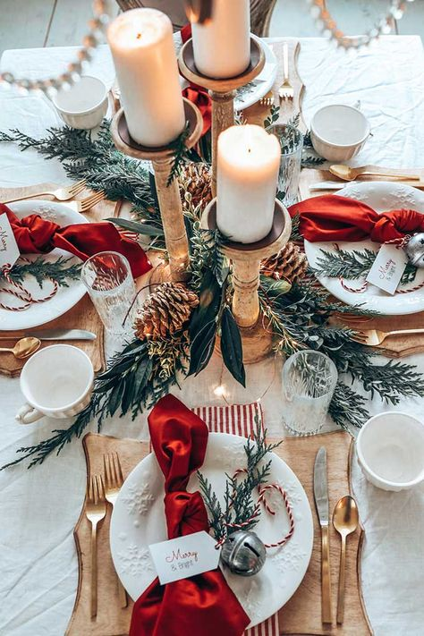 Christmas dinner table - Easy Christmas Table Setting with Red – Christmas dinner table Christmas Mood, Noel Christmas, Simple Christmas, White Christmas, Christmas Mantles, Christmas Kitchen, Christmas Dinner Set, Christmas Crafts, Christmas Nails
