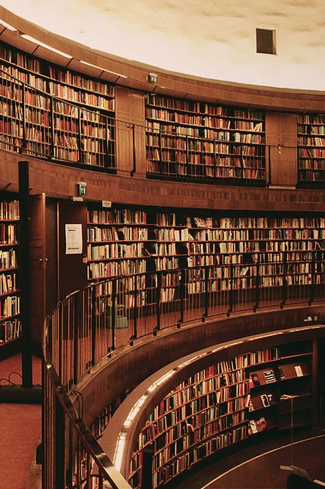 Stockholm Public Library, Gunnar Asplund - I want one like this in a house. Beautiful Library, Dream Library, World Library, Library Books, Library Shelves, Stockholm Library, Stockholm Sweden, Handmade Bookshelves, Library Inspiration