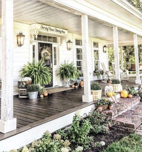 Farmhouse Front Porches, Small Front Porches, Front Porch Design, Porch Designs, Southern Front Porches, Summer Front Porches, Front Patio Ideas, Fromt Porch Ideas, Patio Design