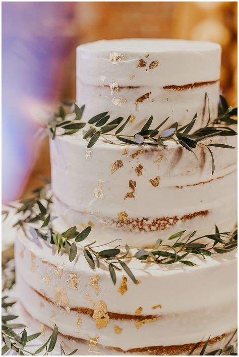 Wedding Cake Rustic, Elegant Wedding Cakes, Wedding Cake Designs, Boho Wedding, Dream Wedding, Wedding Day, Wedding Cakes With Gold, Wedding Cake Gold, Wedding Cake Vintage