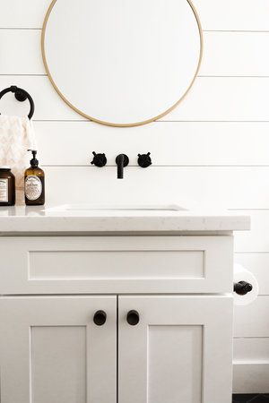 White Shiplap Bathroom With Oil Rubbed Bronze Hardware And Gold Round Mirror Le Farmhouse Style Bathroom Decor Bathroom Decor Colors Bathroom Farmhouse Style