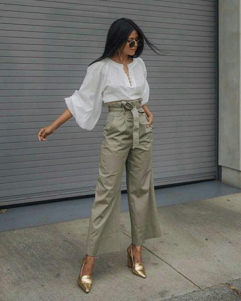 Calça bege com blusa branca  @street_style_corner  #calcabege #moda #estilo #tendência #fashion #fashionblog #modamujer #modafeminina #streetstyle #streetfashion #streetwear #modaderua #estiloderua #outfitt #ootd #outfitoftheday #outfitideas #outfits #looks #lookoftheday #lookdodia #look #GostoDisto
