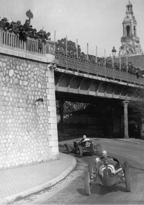 Dreyfus ahead of Nuvolari, Pau 1935. Alfa P3, 3.2 litre straight 8 (Keystone)2