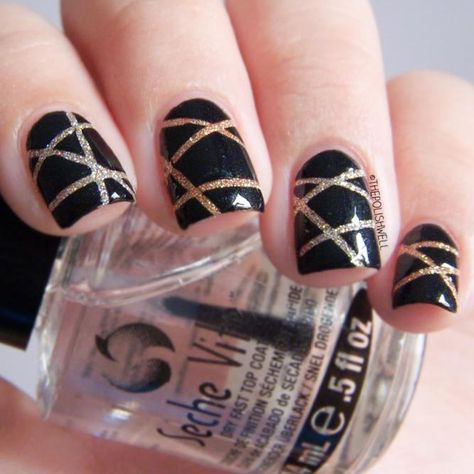 21 Exciting Ideas for New Years Nails to Warm Up Your Holiday Mood: Cool and Simple Striped Nail Design #newyearseve; #nails; #nailart; #naildesigns