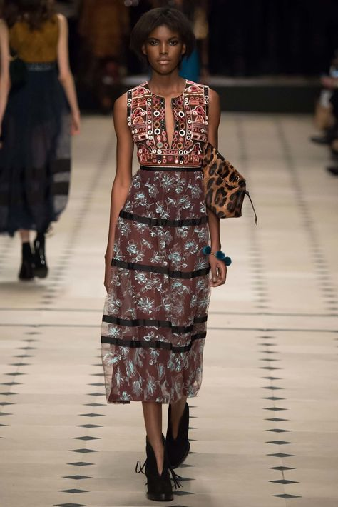 Burberry Prorsum Fall 2015 Ready-to-Wear Fashion Show Collection: See the complete Burberry Prorsum Fall 2015 Ready-to-Wear collection. Look 44