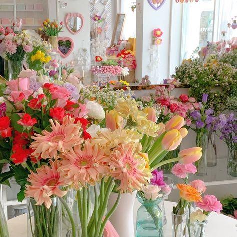 resim, ⌗𝟴𝟱𝟯𝗸𝗴 🧸 tarafından keşfedildi. We Heart It'de kendi görsellerinizi ve videolarınızı keşfedin (ve kaydedin)! My Flower, Beautiful Flowers, Comida Picnic, Japanese Home Decor, No Rain, Flower Aesthetic, Aesthetic Pictures, Wall Collage, Planting Flowers