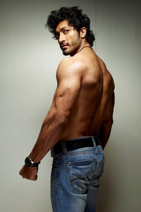 Vidyut Jamwal Fitness Routine for Superbody (With images