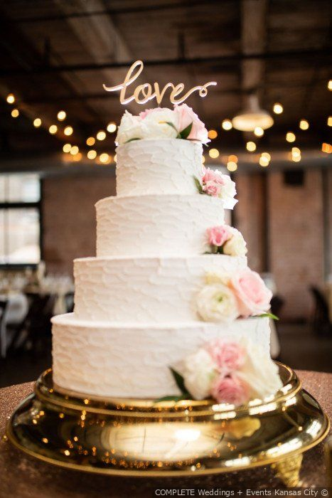 Kevin And Brittany S Wedding In Kansas City Missouri Wedding Cake Photos Pretty Wedding Cakes Cool Wedding Cakes