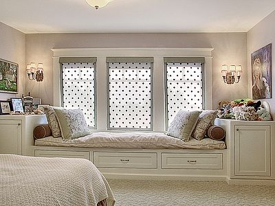 Built-in bed/window seat with plenty of storage - perfect.