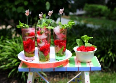 summertime & the livin' is easy; refreshing rasberry mint mojitos