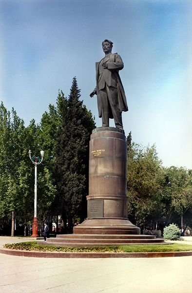 Pamyatnik Samedu Vurgunu Skulptur F Abdurrahmanov 1959 Foto Isaj Aronovich Rubenchik Azerbaijan Historical History