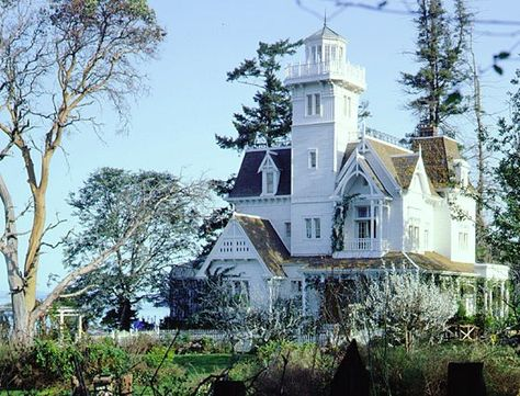 Garden view of the house from the movie Practical Magic.