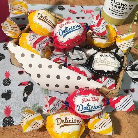 Cando キャンドゥ On Instagram 大きいキャンディー いいえ実は おにぎりラッピングレトロポップ柄 12枚 ランチョンマット サマー キャンドゥ Cando 100均 100円ショップ 雑貨 行楽 ライスボール ピクニック ア キャンディショップ お菓子 缶