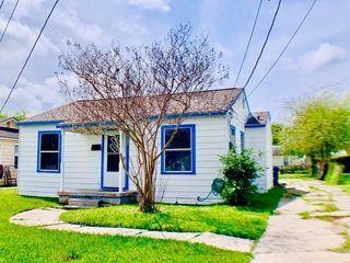 2029 Mary St Corpus Christi Tx Single Family Home Trulia In 2020 Home And Family Corpus Christi Road Trip Hacks