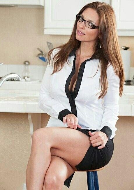 Skinny Brunette Milf Blowjob