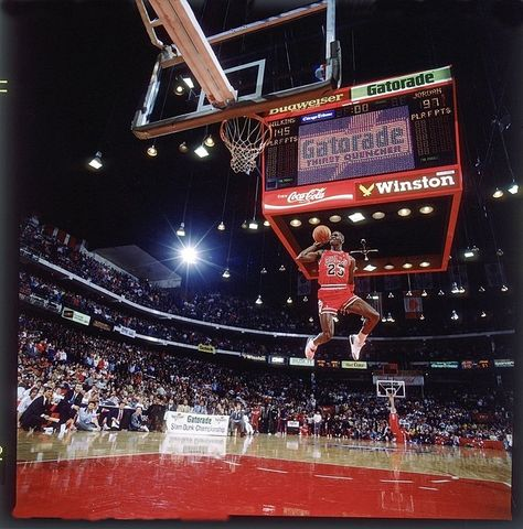 The Story Behind Michael Jordans Iconic Free Throw Dunk Photo Sole Collector Michael Jordan Slam Dunk Best Dunks Michael Jordan Photos