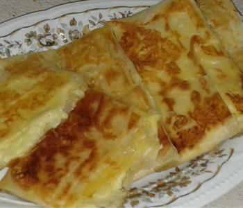 طريقة عمل الفطير الكداب بالجلاش Food Cheese Pizza Cheese