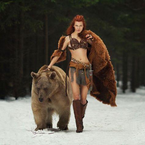 "Incredible ""extreme"" cosplay called Merida by the model Tina Rybakova. Photo by Dasha Kond ""I need a bear for my cosplay. A bear. 5 years, an exotic pet license, and Brave Merida, Foto Fantasy, Fantasy Art, Costume Viking, Photo Animaliere, Viking Men, Fantasy Photography, Red Sonja, Fantasy Warrior"