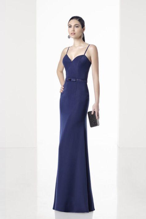 0a2f85f82 30 vestidos azules para un look de invitada