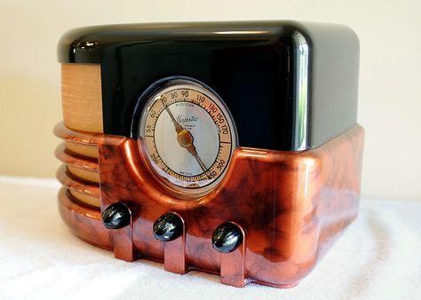 BEAUTIFUL MAJESTIC 651 ART DECO BAKELITE RADIO SWIRLED CATALIN COLORS - RESTORED