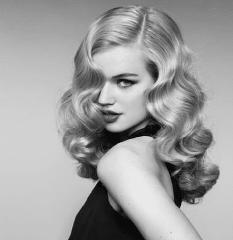 Vintage Wedding Hair How To Create A Classic Hollywood Waves Hair Style - Classic Hollywood waves will never go out of style. Learn the step by step for How To Create A Classic Hollywood Waves Hair Style. Vintage Waves Hair, Vintage Curls, Look Vintage, Retro Waves Hair, Vintage Long Hair, 1920s Long Hair, Retro Vintage, Hollywood Curls, Hollywood Fashion