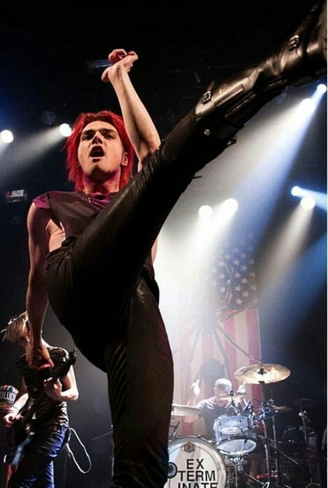 Find images and videos about my chemical romance, gerard way and mcr on We Heart It - the app to get lost in what you love. My Chemical Romance, Emo Bands, Music Bands, Sassy Diva, Billie Joe Armstrong, Mikey Way, Black Parade, Wattpad, Frank Iero