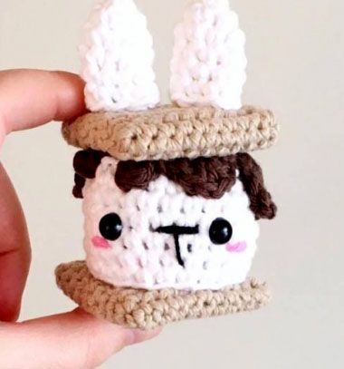 Free Crochet Pattern: Rabbit Keychain | 407x380