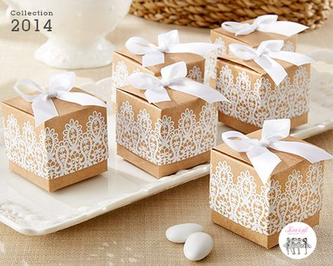 On craque pour cette boite à dragées dentelle pour un mariage rétro. #cadeauxinvites #boitedragee