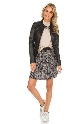 Ideaal kledingstuk om mee te combineren: een leren jasje