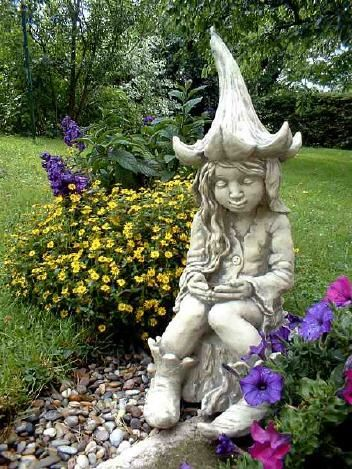 Pin Von Sybille Bohlmann Auf Elfen Garten In 2020 Gartenfiguren Steinfiguren Figur