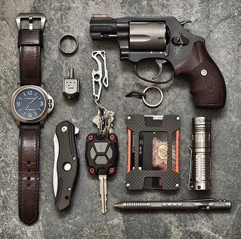 Build your Urban EDC List. All the items you need are listed in this article. Edc Tactical, Tactical Knives, Protection Rapprochée, Edc Carry, Urban Edc, Edc Gadgets, Everyday Carry Gear, Tac Gear, Bug Out Bag
