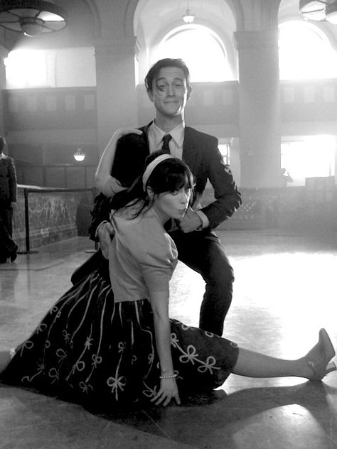 Zooey Deschanel and Joseph Gordon Levitt. If I can't be with him she's my next favorite.