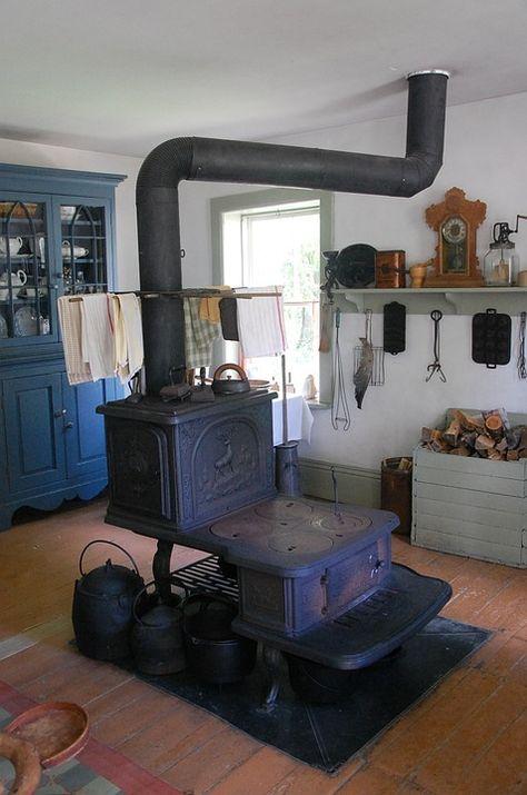 Advantages Of Cooking On An Old Fashioned Wood Stove Poele A Bois Poele Antique Et Idees Pour La Maison