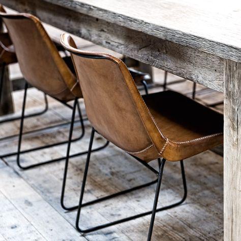 Designstoel zadelleer, handgemaakt. Massief eiken tafel: eigen maatwerk - WoonTheater