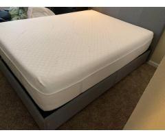 Queen Tempur Pedic Cloud Luxe Mattress Used Bedroom Furniture