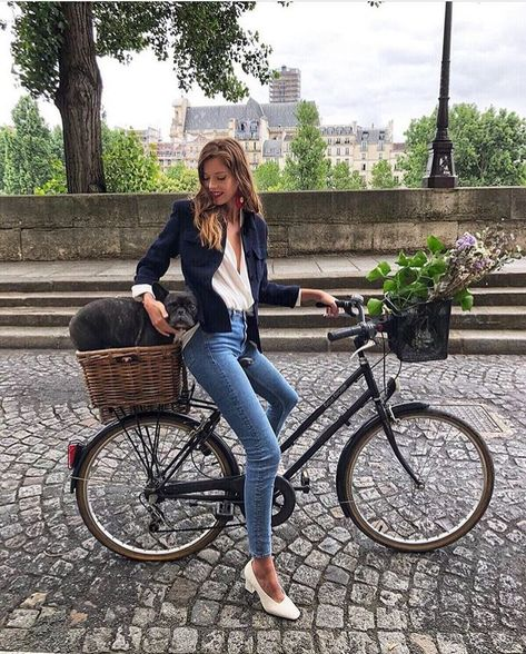 French chic Learn how to ride a bicycle and take bomb pictures.