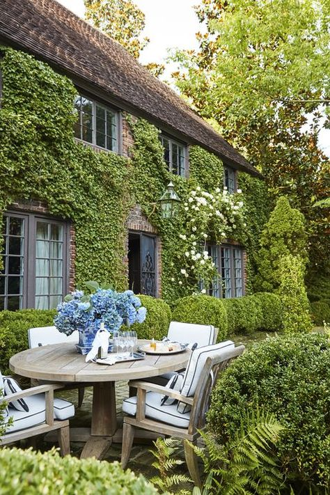 William Eubanks' English Country Cottage in Memphis - The Glam Pad William Eubanks Memphis Tennessee English Country Manor Style Home Gardens Historic Climbing Roses Interior Design Chintz