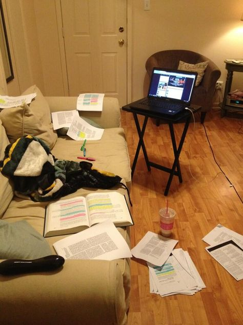 30 Photos That Perfectly Capture The Finals Week Struggle ---There needs to be more papers on the flood. College Humor, College Life, Failing College, Finals Week Humor, College Problems, Study Pictures, University Life, Teaching Biology, Study Hard