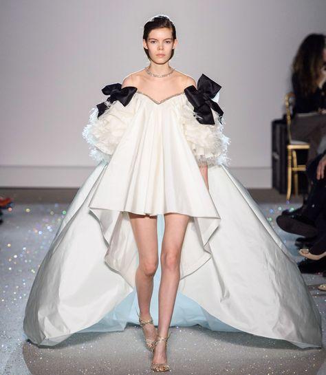 Giambattista Valli Spring 2019 Couture Fashion Show - Vogue Haute Couture Paris, Style Haute Couture, Haute Couture Dresses, Spring Couture, Collection Couture, Fashion Show Collection, Vogue Paris, Fashion Week, Runway Fashion