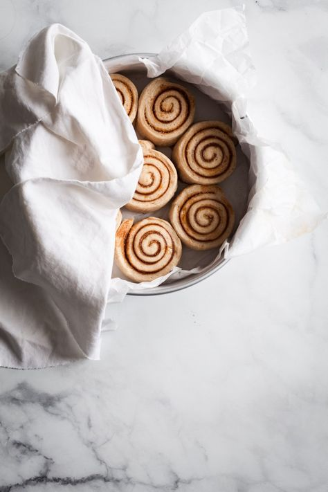 ... spiral design | easy vegan cinnamon rolls ... #foodstyling
