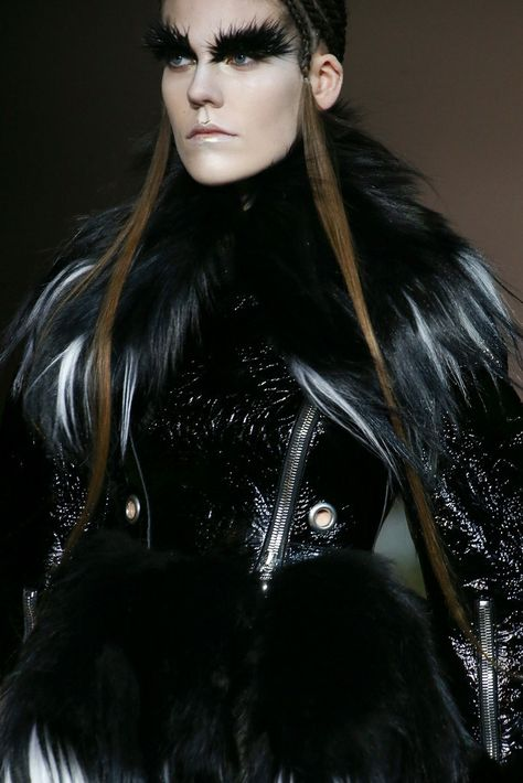 Alexander McQueen Fall 2014 - DON'T YOU JUST LOVE HER BROWS? SHE MUST BE A BIRDIE!!!! (con ...